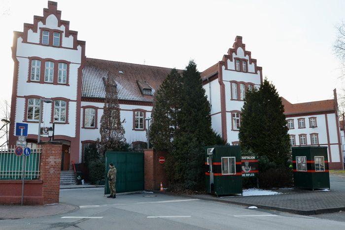 Eingangsbereich Alanbrooke Kaserne von der Elsener Straße aus