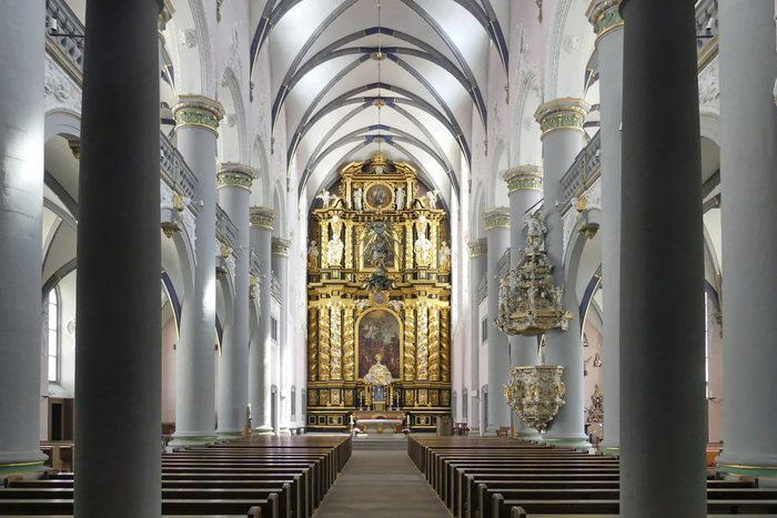 Blick in die barocke ehemalige Jesuitenkirche